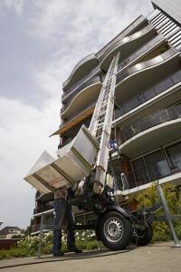 Verhuislift Materiaal ladderlift 18M lift Verhuis www.jamlogistics.nl Huur Verhuur Logistiek Detachering Personeel
