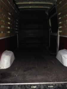 Bestelbus reclame vrij binnenkant jam logistics immigratie verpakking detachering verhuispersoneel verhuismateriaal bedrijfswagens verhuisliften www.jamlogistics.nl