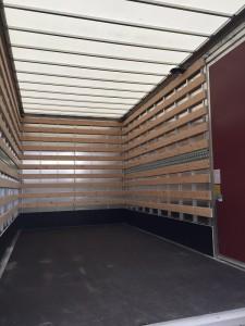 bakwagen b reclame vrij binnenkant jam logistics immigratie verpakking detachering verhuispersoneel verhuismateriaal bedrijfswagens verhuisliften www.jamlogistics.nl